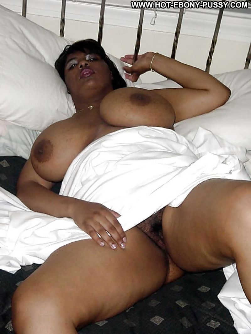 Ebony Amateur Takes Condom Off