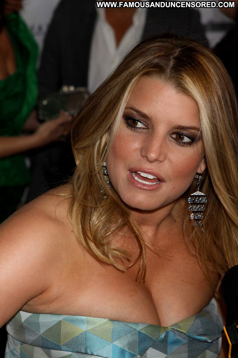 actresses with large breasts jpg 422x640