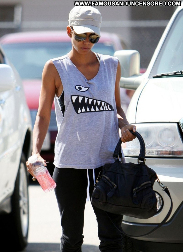 Halle Berry Celebrity Ebony Actress Sexy Gym Clothes
