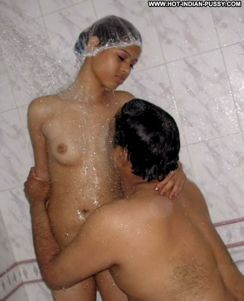 indian women showing nude in the shower