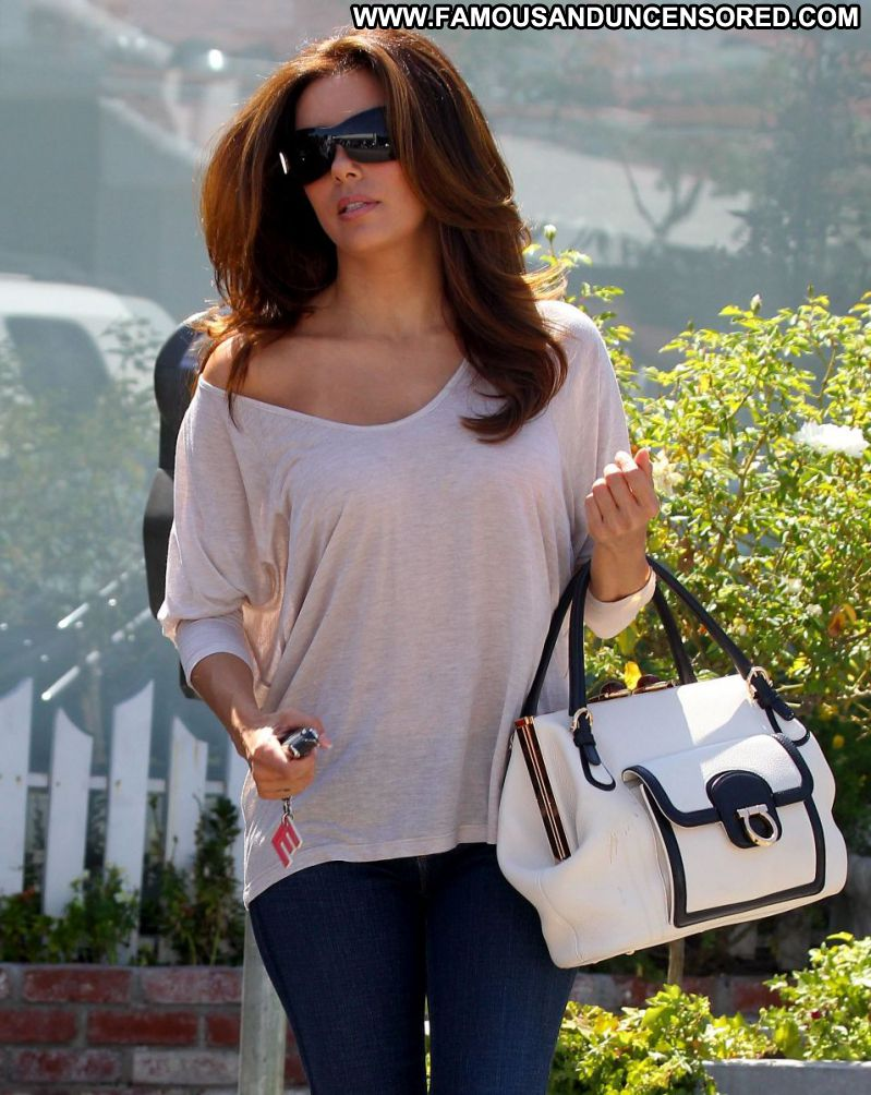 Eva Longoria Celebrity Sexy Actress Latina Cute Babe Brown Hair Jeans Glasses Paparazzi