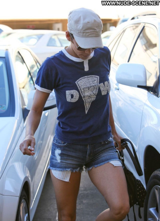 Halle Berry Actress Sexy Showing Legs Celebrity Doll Babe Ebony Shorts
