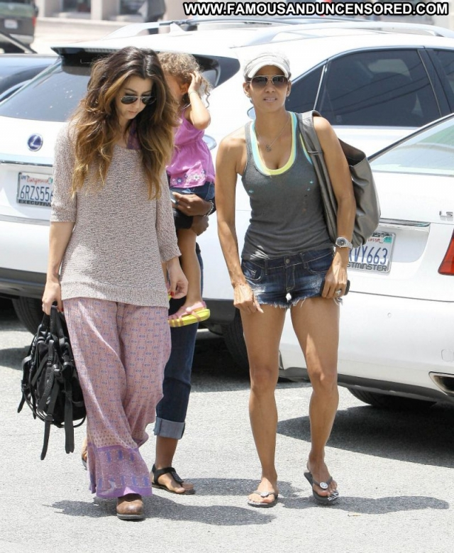 Halle Berry Showing Legs Actress Cute Babe Celebrity Paparazzi Sexy