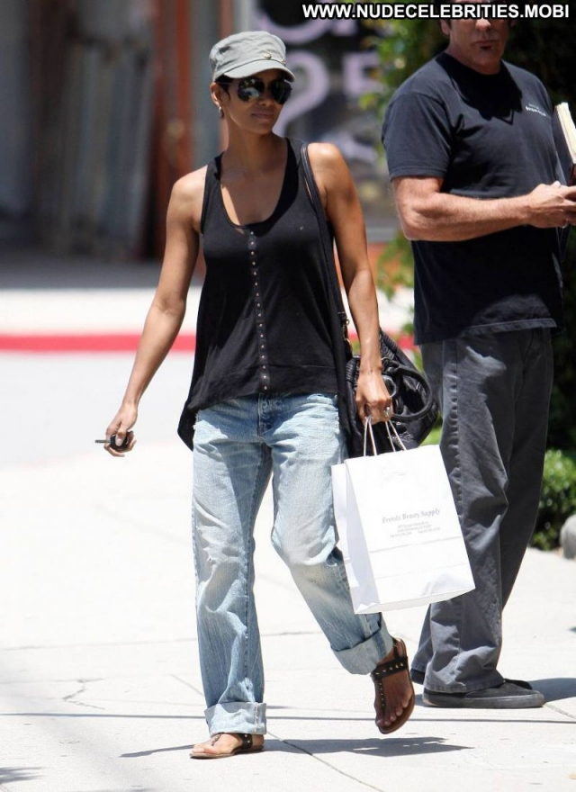 Halle Berry Sexy Fetish Georgeous Cute Celebrity Actress Jeans Ebony