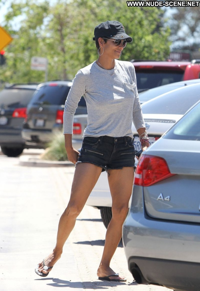 Halle Berry Sexy Celebrity Hot Shorts Actress Ebony Showing Legs Nice