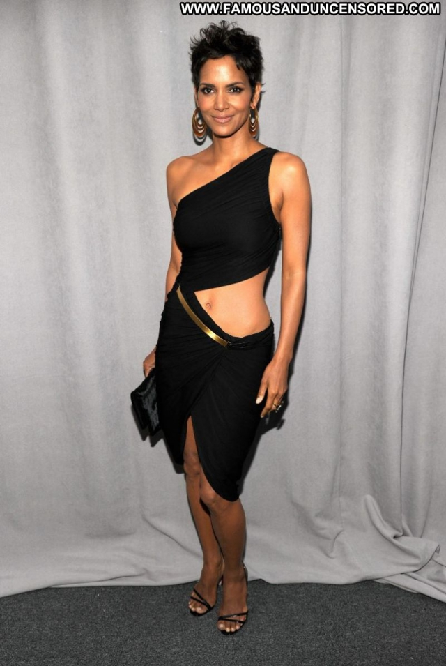 Halle Berry  Sexy Sexy Dress Showing Legs Actress Celebrity Ebony