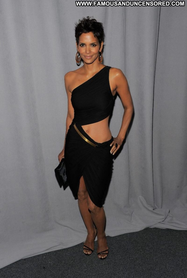 Halle Berry Sexy Ebony Sexy Dress Actress Celebrity Showing Legs