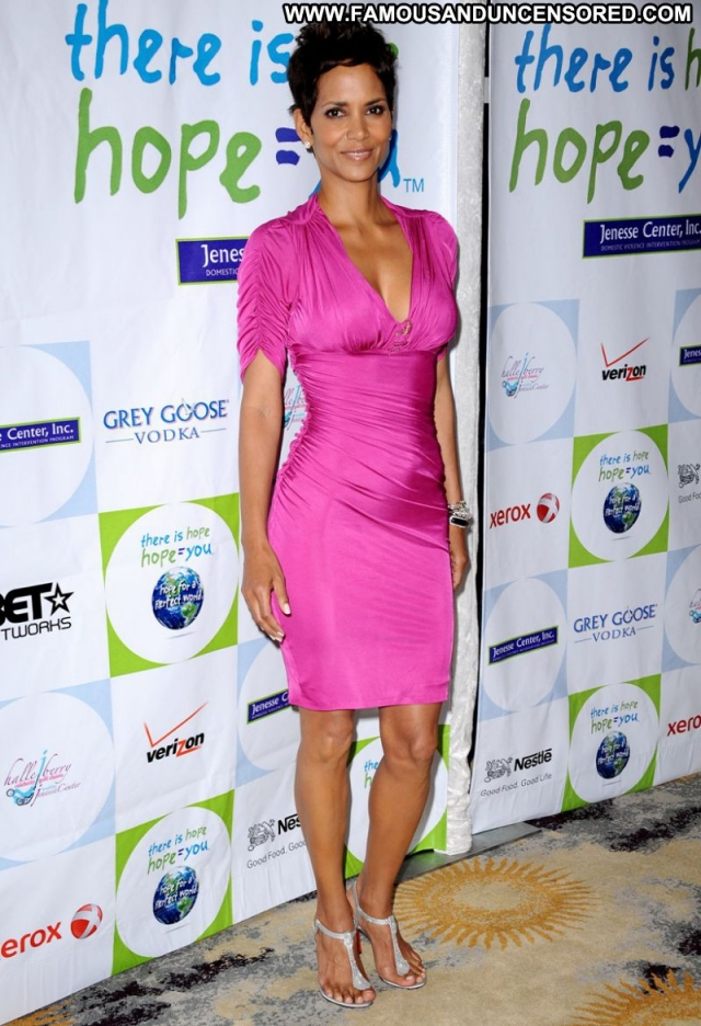 Halle Berry Sexy Dress Showing Legs Sexy Actress Ebony Celebrity