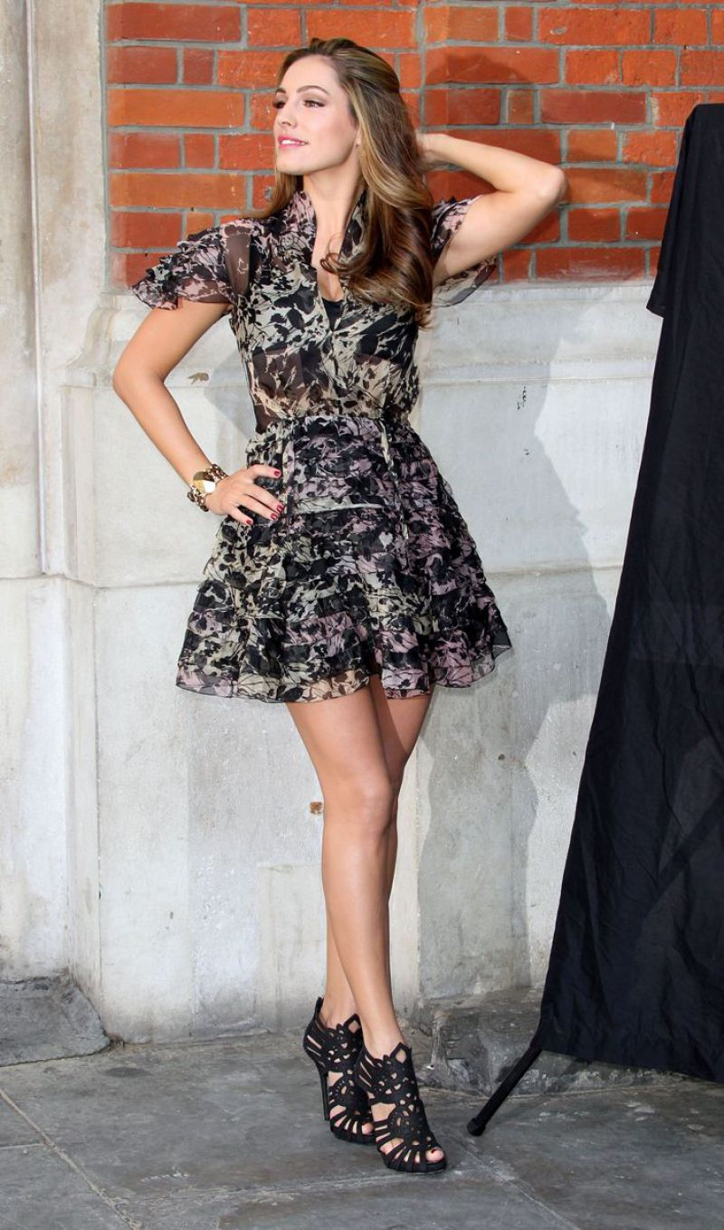 Kelly Brook Celebrity Sexy Actress Brown Hair Big Tits Uk Nice Posing Hot Sexy Dress Showing Legs