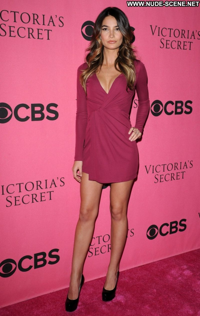 Lily Aldridge Showing Legs Supermodel Brown Hair Celebrity Nice Sexy