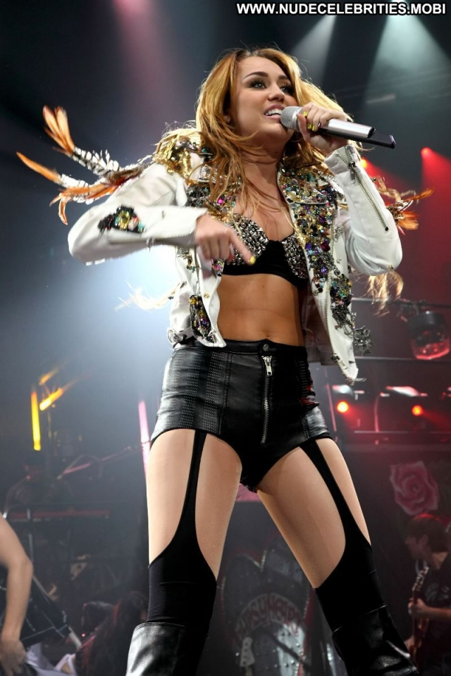 Miley Cyrus Beautiful Concert Blonde Boots Singer Sexy Doll Celebrity