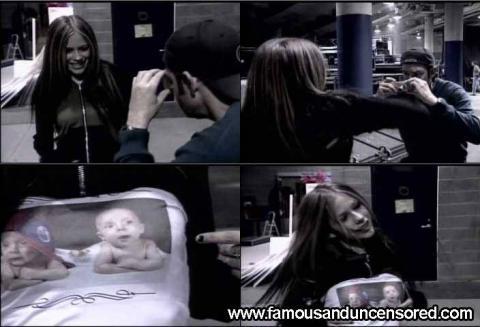 Avril Lavigne Nude Sexy Scene Awards Singer Shirt Nude Scene