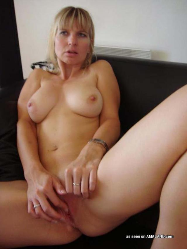 Mature cums four times