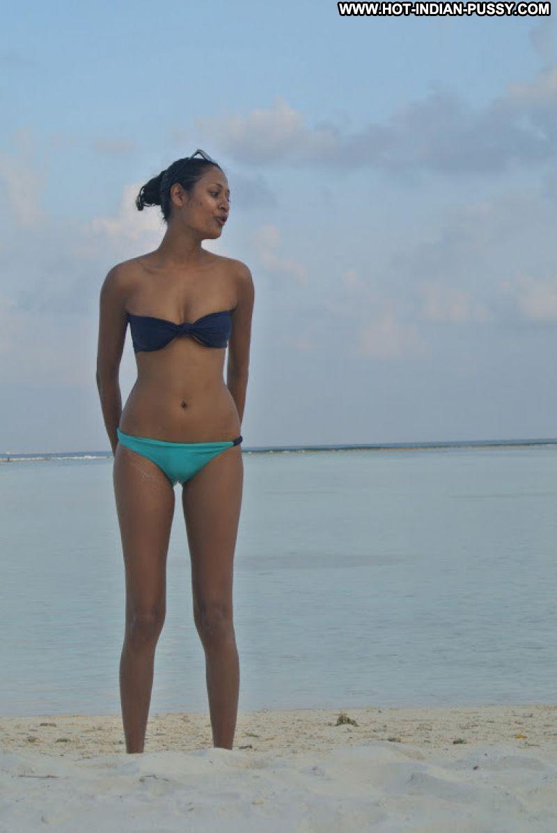 Avinashi Indian Sexy Amateur Bikini Nice Posing Hot Beach