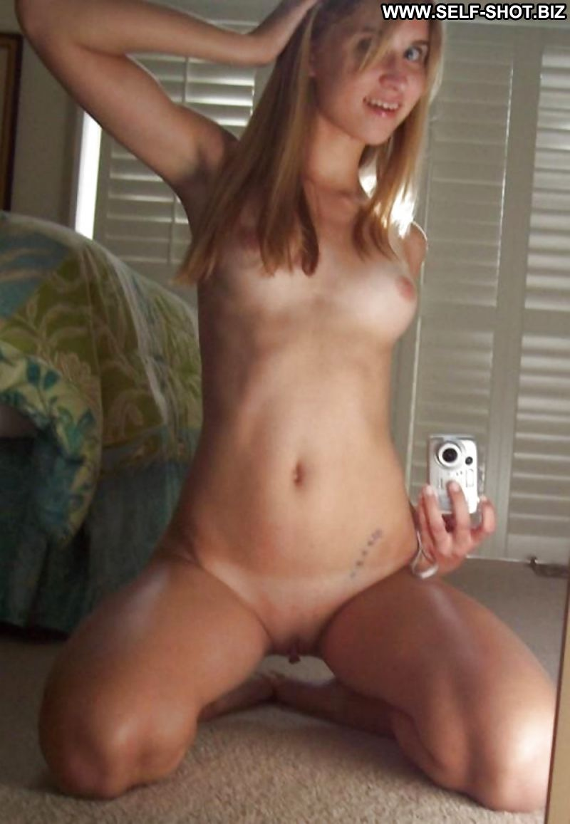 cute naked brit selfie